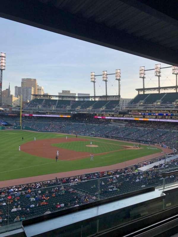 Comerica Park, sección: Tiger Club, fila: B, asiento: 19