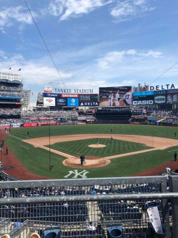 Yankee Stadium, sección: 220A, fila: 2, asiento: 8