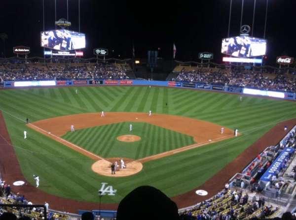 Dodger Stadium, sección: 2rs, fila: H, asiento: 4
