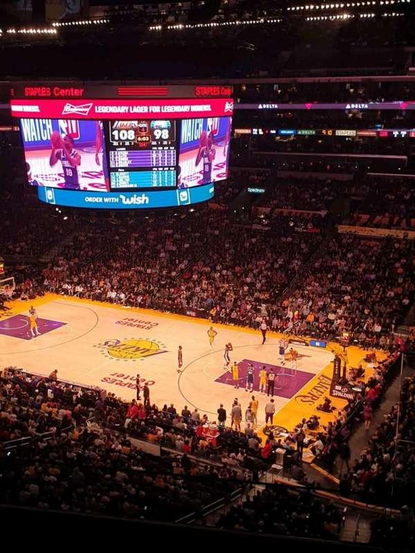 Staples Center, sección: Suite C5, fila: GA, asiento: 3