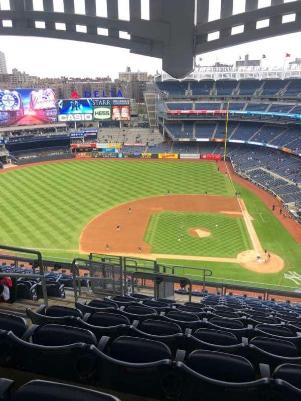 Yankee Stadium, sección: 423, fila: 13, asiento: 24