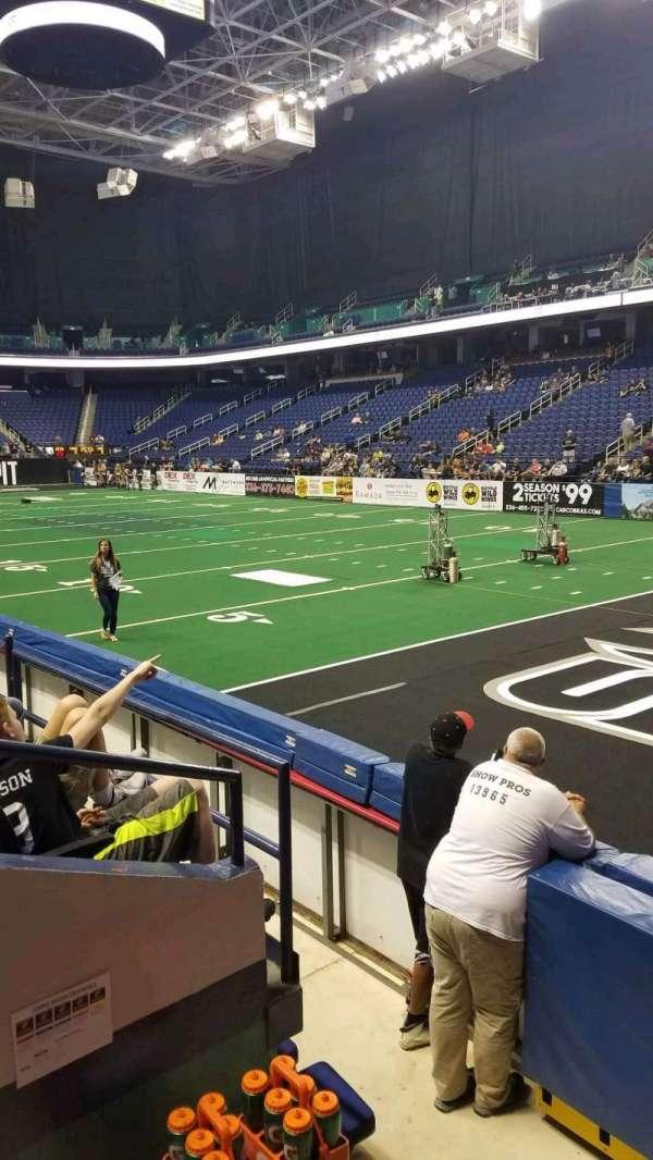 Greensboro Coliseum, sección: 114, fila: DD, asiento: 1