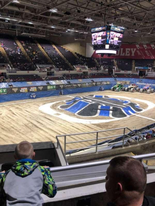 Carver Arena, sección: 17A, fila: 11, asiento: 6