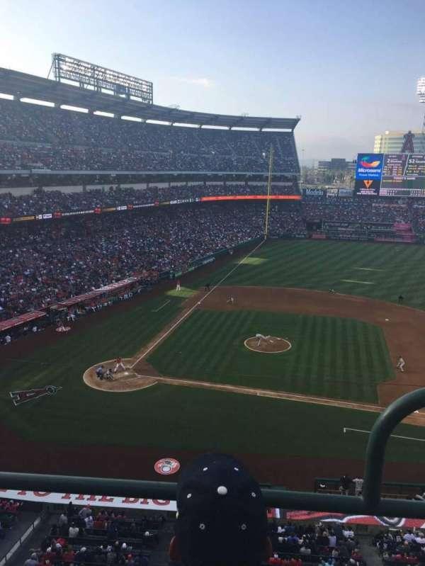 Angel Stadium, sección: V425, fila: BB, asiento: 9