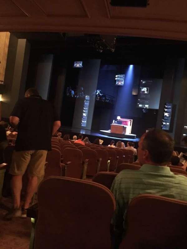 Music Box Theatre, sección: Orchestra R, fila: O, asiento: 2/4