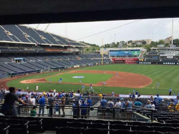 Kauffman Stadium, sección: 237, fila: PP, asiento: 3