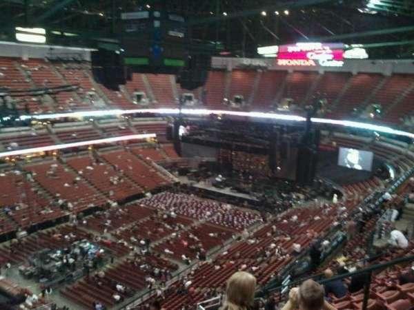 Honda Center, sección: 439, fila: R, asiento: 6