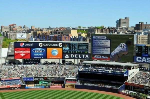 Yankee Stadium, sección: 417, fila: 11, asiento: 6