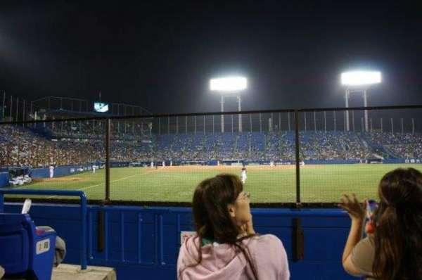Jingu Stadium, sección: Outfield Reserved C, fila: 3, asiento: 1