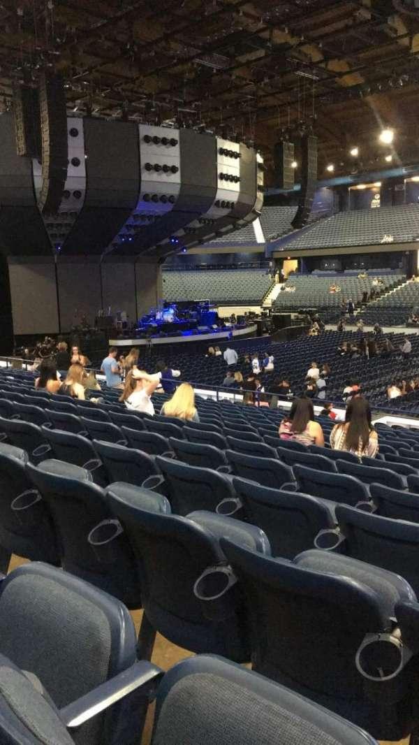 Allstate Arena, sección: 102, fila: N, asiento: 5