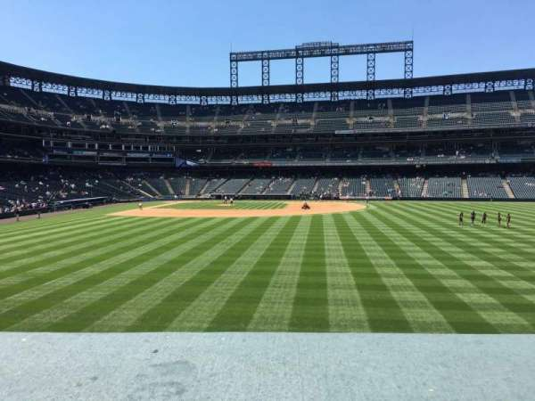 Coors Field, sección: 105, fila: 2, asiento: 8