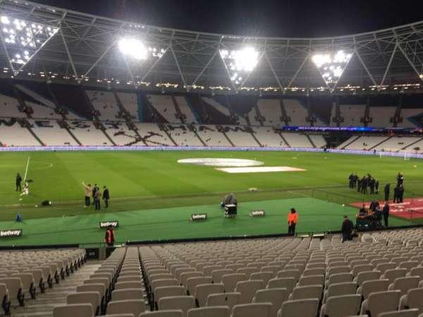 London Stadium, sección: 106, fila: 22