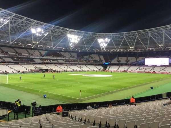 London Stadium, sección: 130, fila: 25
