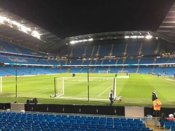 Etihad Stadium (Manchester), sección: 135, fila: N, asiento: 965