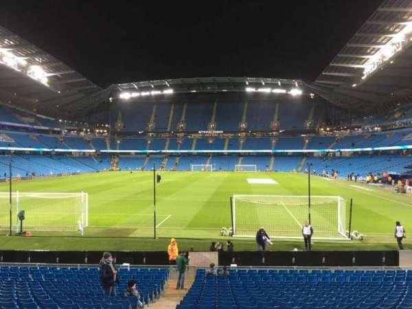 Etihad Stadium (Manchester), sección: 136, fila: W, asiento: 985