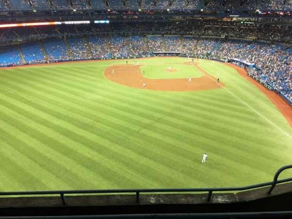 Rogers Centre, sección: 542L, fila: 4, asiento: 105