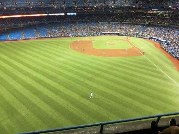 Rogers Centre, sección: 542r, fila: 3, asiento: 4