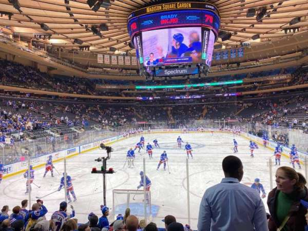 Madison Square Garden, sección: 102, fila: 8, asiento: 16