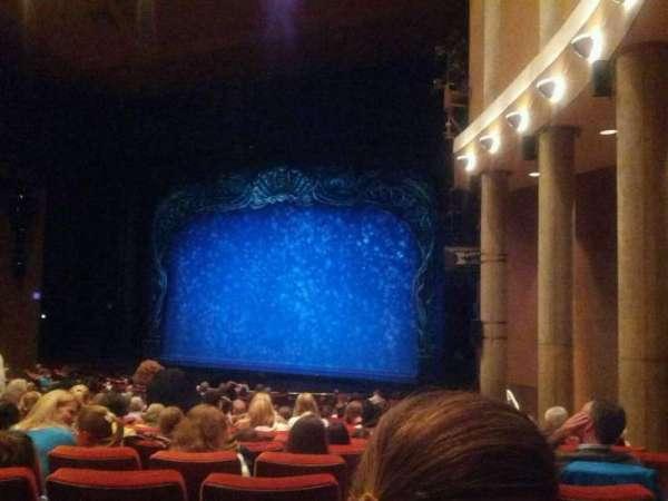 Paper Mill Playhouse, sección: Orchestra 2, fila: X, asiento: 26