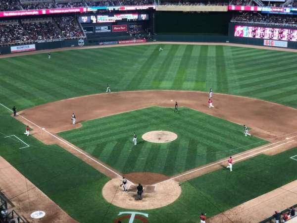 Target Field, sección: 214, fila: 1, asiento: 10