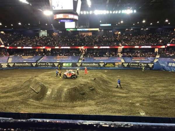 Allstate Arena, sección: 210, fila: A, asiento: 19