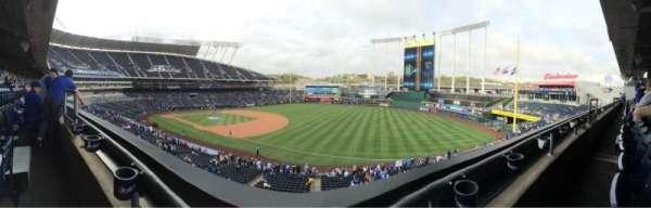 Kauffman Stadium, sección: 322, fila: A, asiento: 4