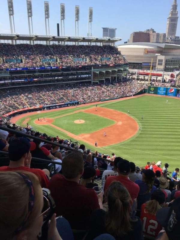 Progressive Field, sección: 528, fila: W, asiento: 21