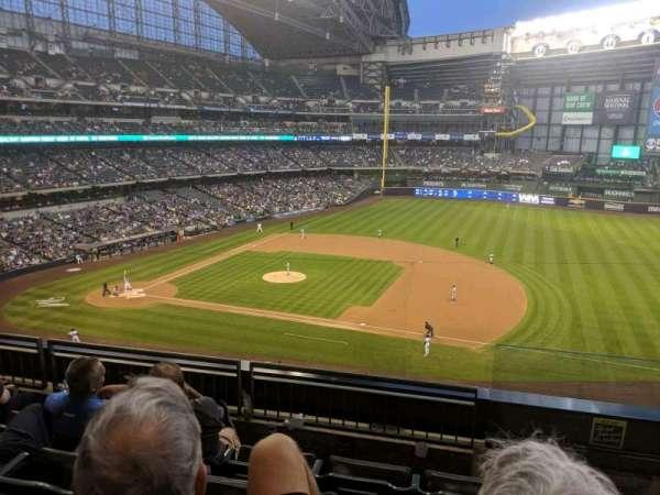 American Family Field, sección: 318, fila: 4, asiento: 10
