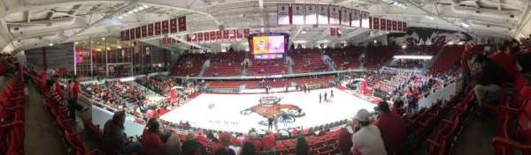 Reynolds Coliseum, sección: 211, fila: Q, asiento: 9