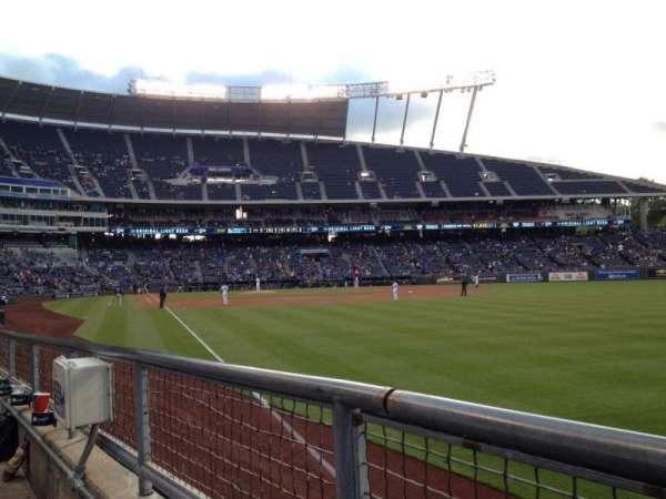 Kauffman Stadium, sección: 146, fila: G, asiento: 5