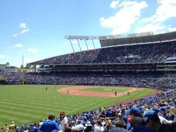 Kauffman Stadium, sección: 209, fila: NN, asiento: 7