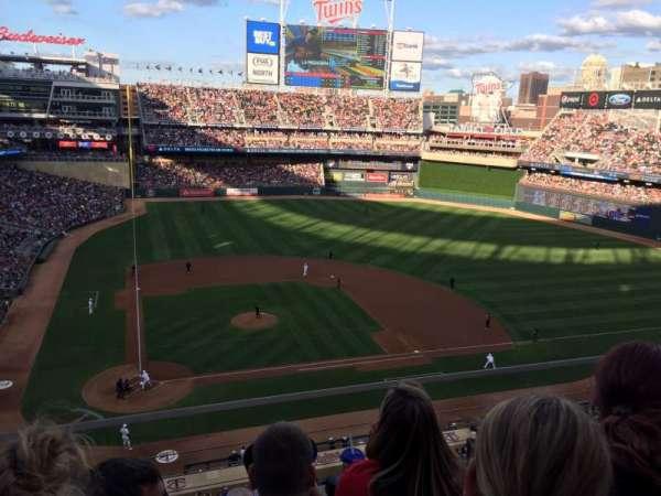 Target Field, sección: 211, fila: 3, asiento: 11