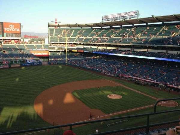 Angel Stadium, sección: V410, fila: 4, asiento: 19
