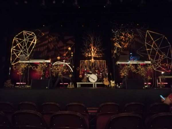 Lincoln Theatre, sección: Center Orchestra A-L, fila: B, asiento: 105
