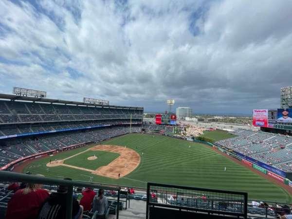 Angel Stadium, sección: V531, fila: J, asiento: 1