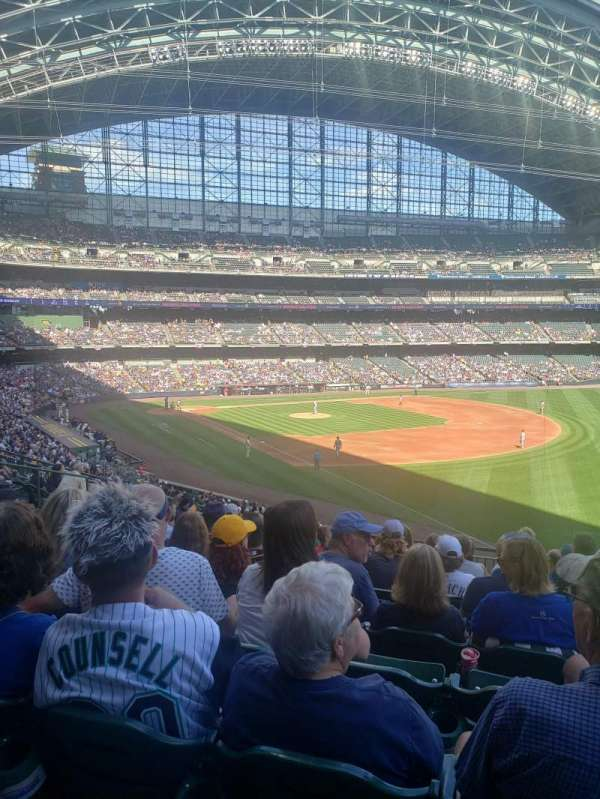 American Family Field, sección: 208, fila: 10, asiento: 20