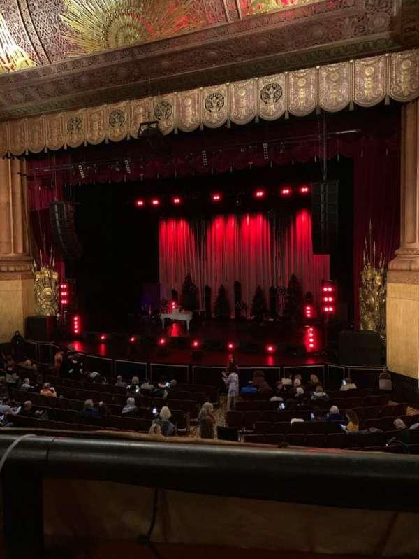 Beacon Theatre, sección: Loge 2, fila: A, asiento: 22
