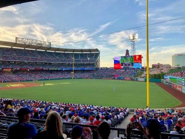 Angel Stadium, sección: T229, fila: D, asiento: 19