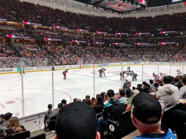 Honda Center, sección: 225, fila: H, asiento: 3