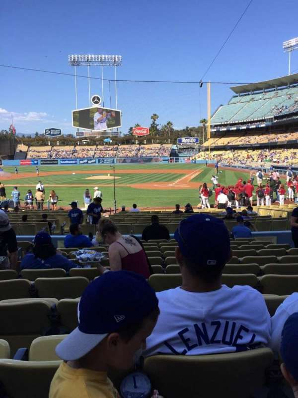 Dodger Stadium, sección: 7FD, fila: L, asiento: 7