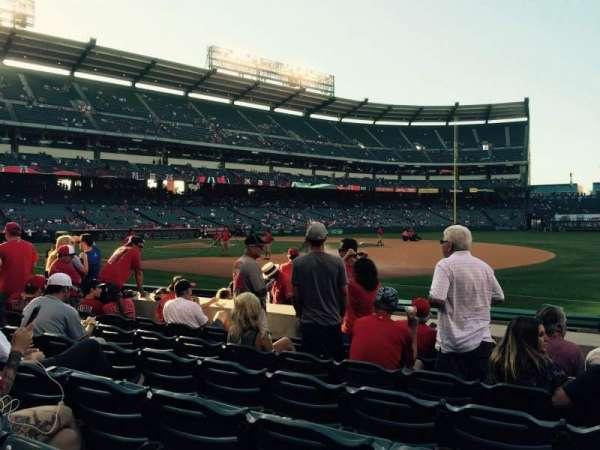 Angel Stadium, sección: F127, fila: F, asiento: 12