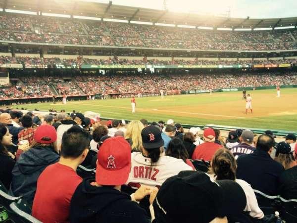 Angel Stadium, sección: F127, fila: H, asiento: 13