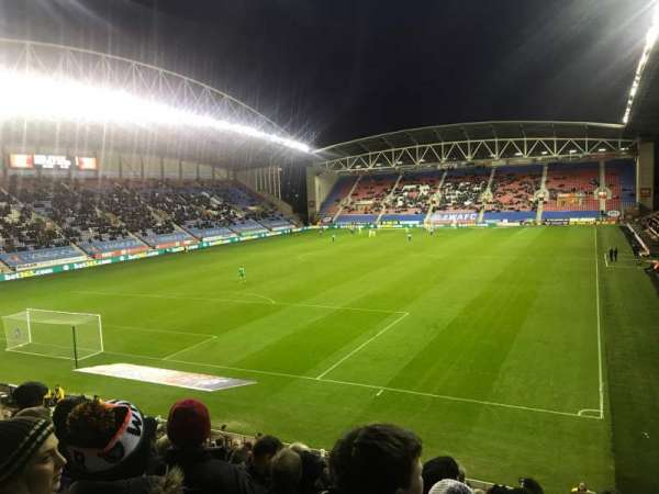DW Stadium, sección: A2, fila: X, asiento: 22