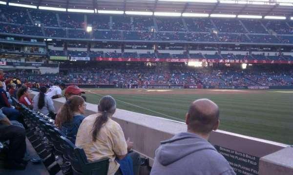 Angel Stadium, sección: F131, fila: b, asiento: 4