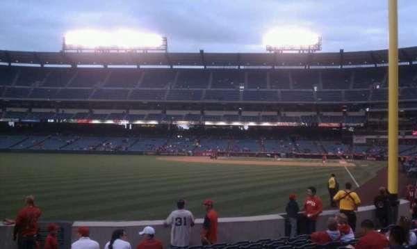 Angel Stadium, sección: F102, fila: k, asiento: 1