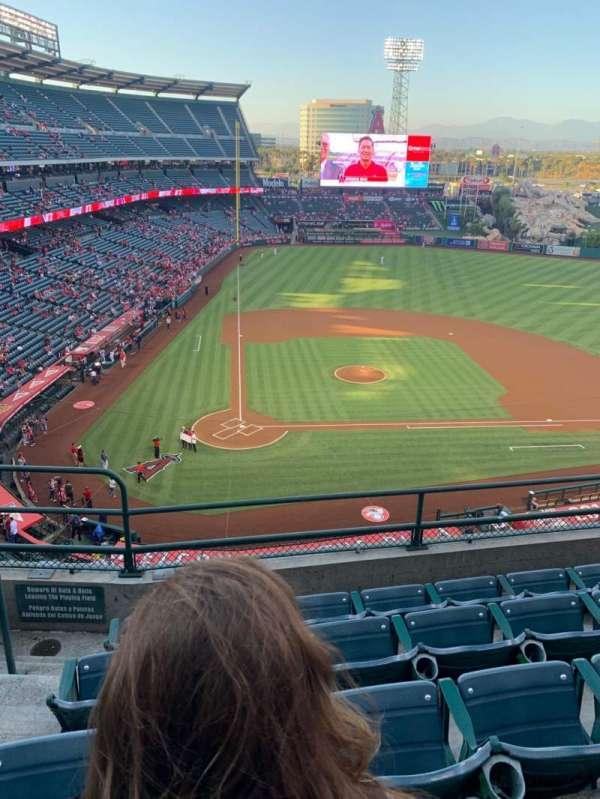 Angel Stadium, sección: V423, fila: E, asiento: 2
