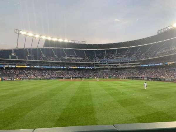 Kauffman Stadium, sección: 103, fila: B, asiento: 5