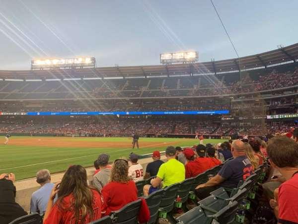 Angel Stadium, sección: F107, fila: D, asiento: 18