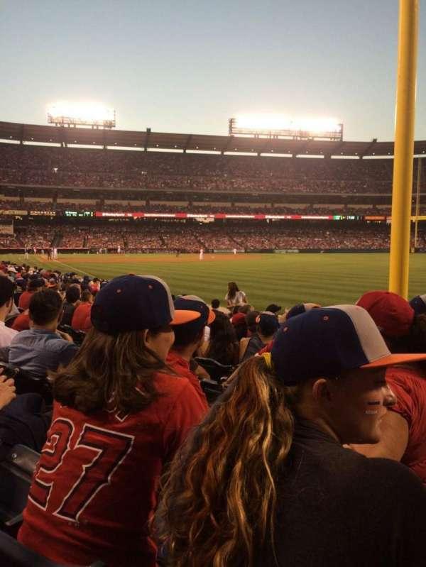 Angel Stadium, sección: F133, fila: J, asiento: 15