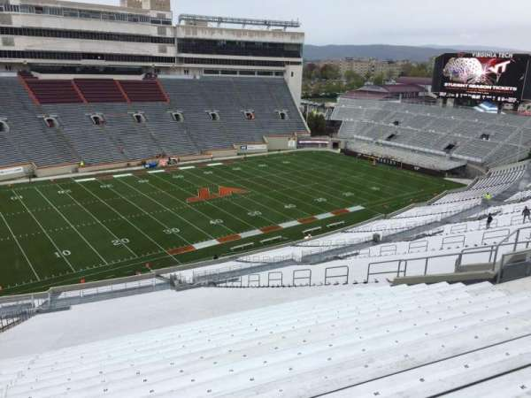 Lane Stadium, sección: 37, fila: 4S, asiento: 24